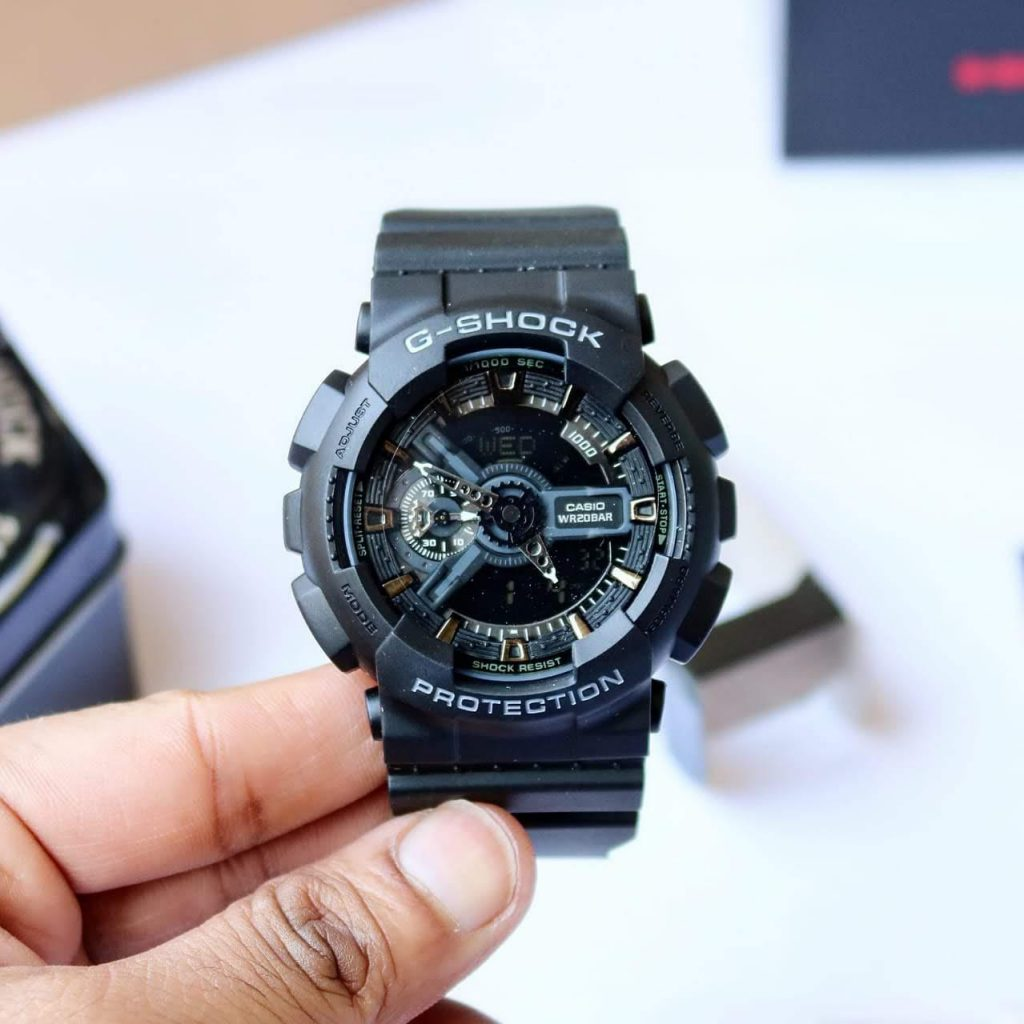 What are the features of a good watch?